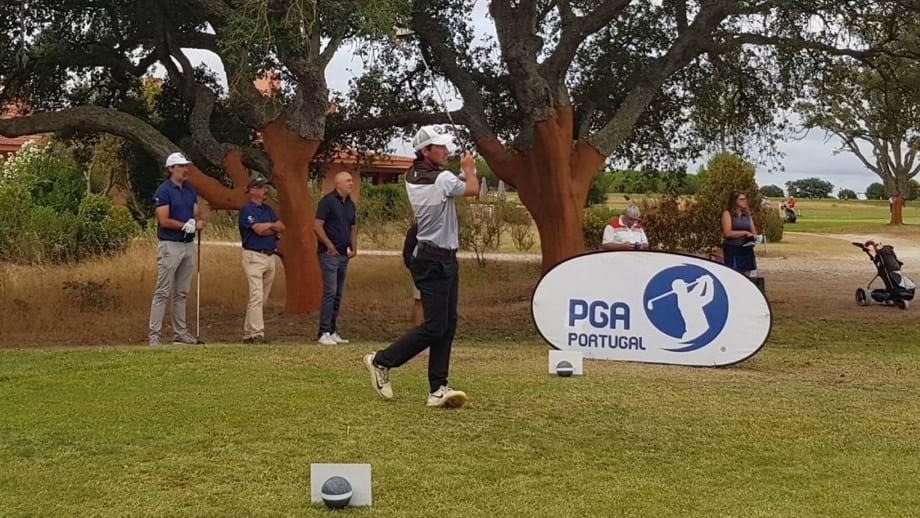 Xira Golfe Open PGA: Pedro Almeida comanda com Tiago Cruz à espreita